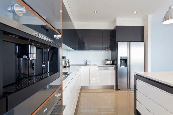 Weiß und Edelstahl-Küche mit Holzboden-# 167249219 36 - küchen luxus design