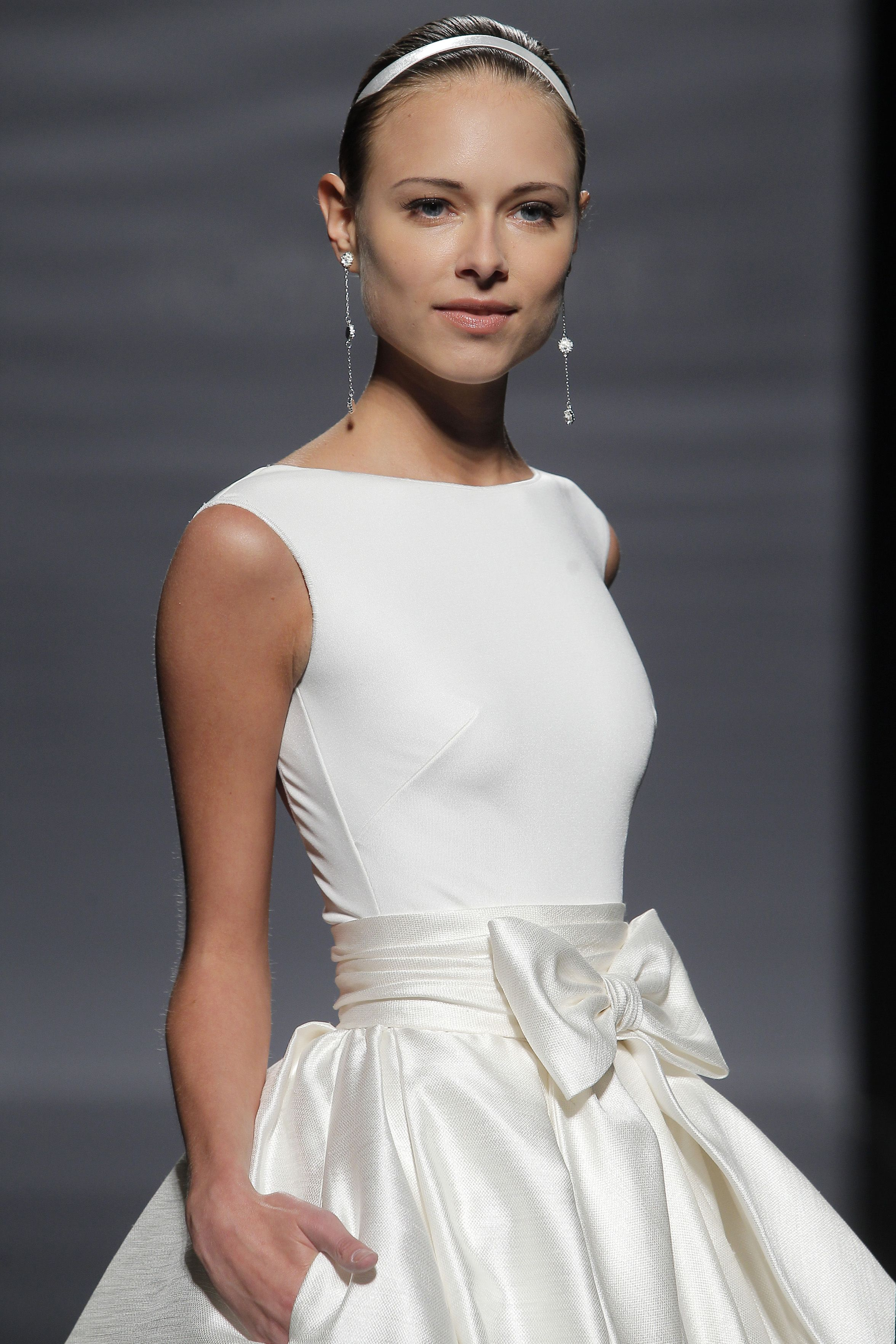 Wedding dress with bow on back  Rosa Clara wedding dress  bridal   Wedding thoughts