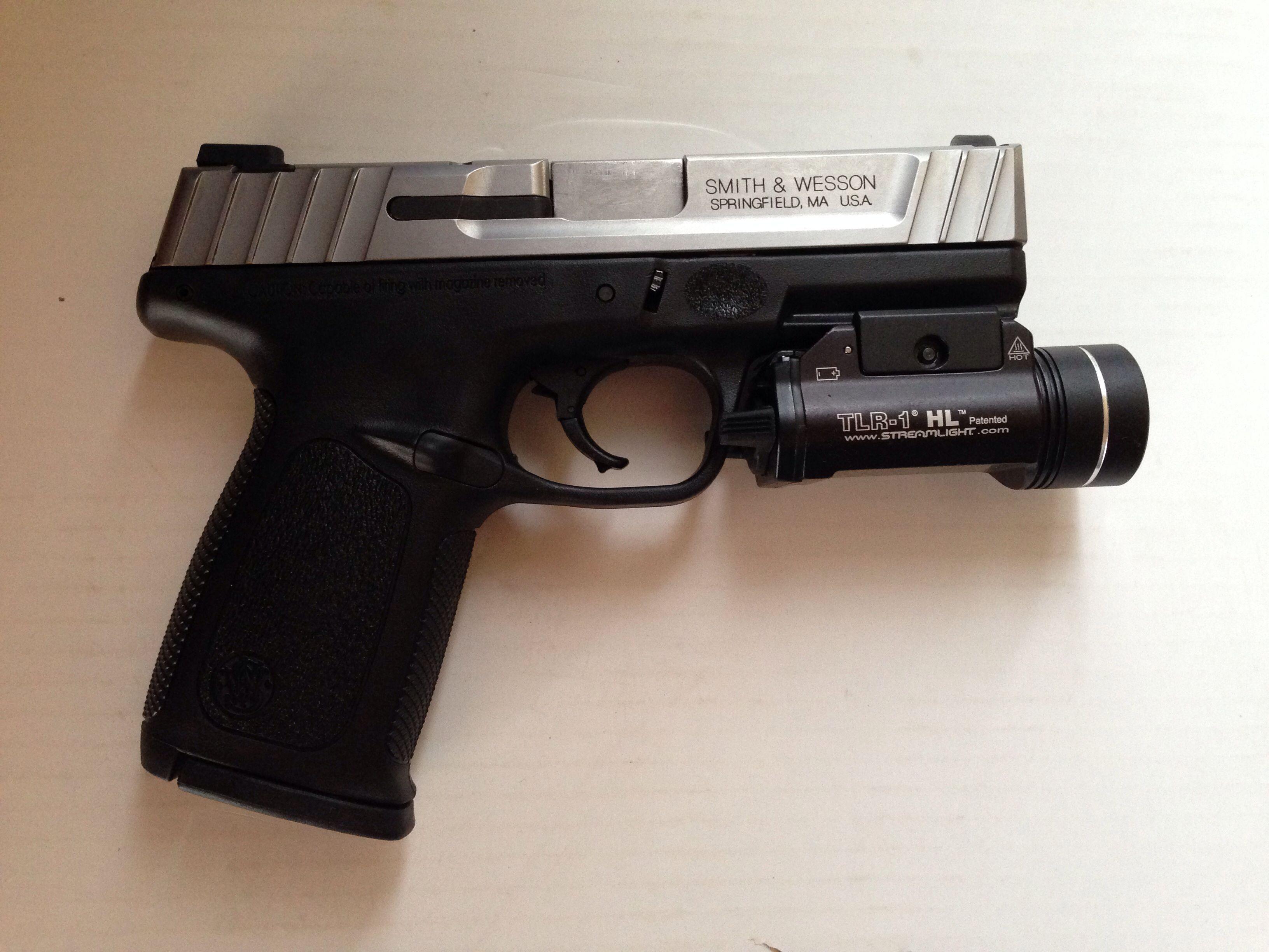 Smith & Wesson SD40 VE Streamlight TLR-1 HL   Random
