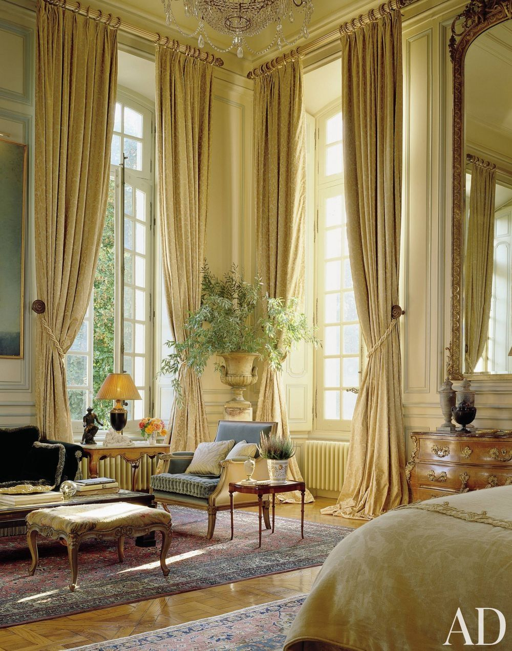 french bedroom high ceiling urn decor porvincial louis queen anne ...