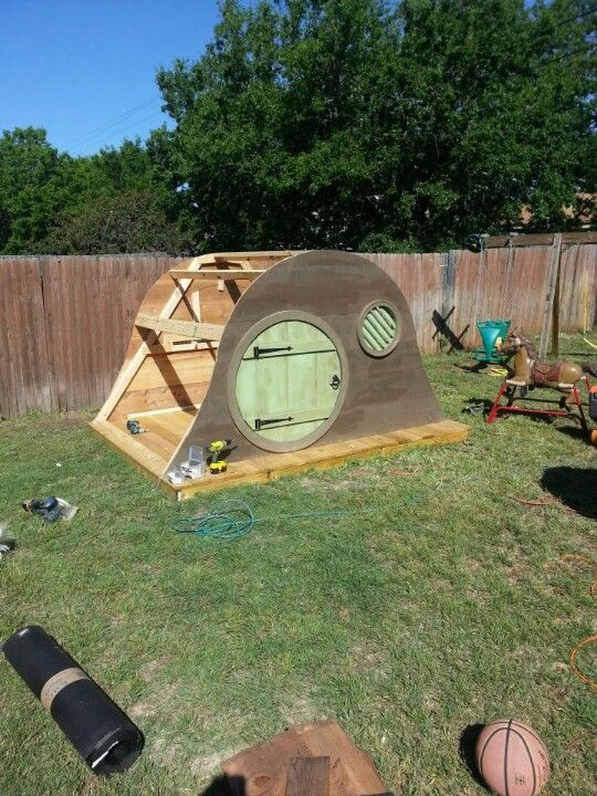 Pin By Shannon Alexander On New Ideas For The Playhouse Play Houses Hobbit House Dog House Diy