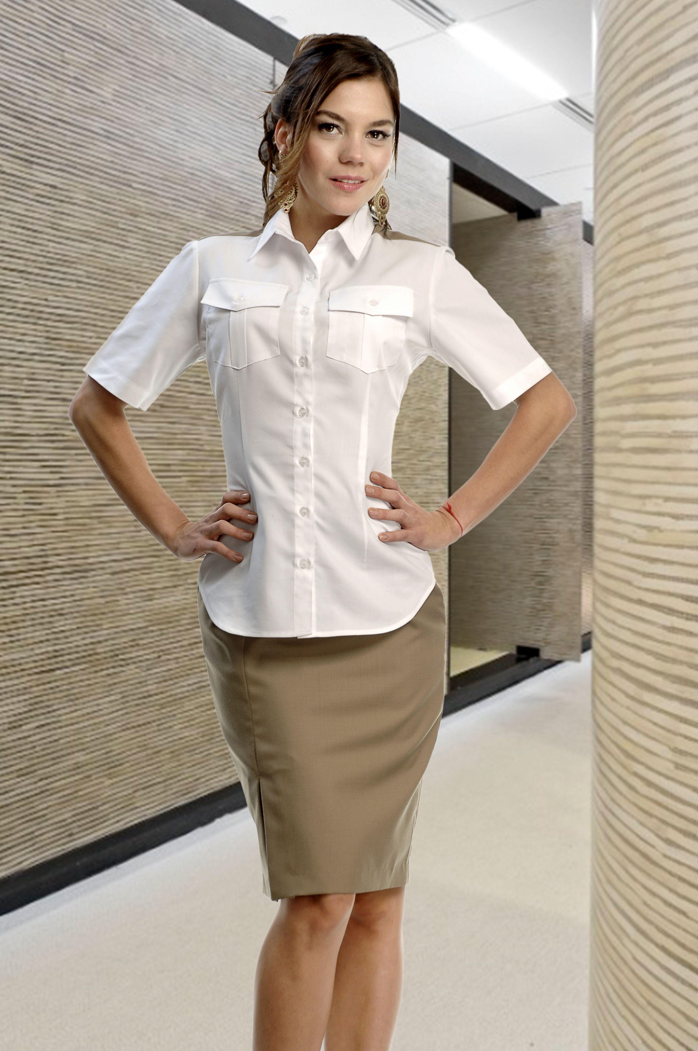 Uniforme de dos piezas ideal para realizar las labores for Spa uniform europe