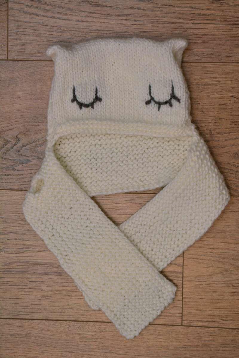648c66959fd Un bonnet écharpe pour bébé de 1 à 2 ans. Tutoriel accessible pour les  débutants.