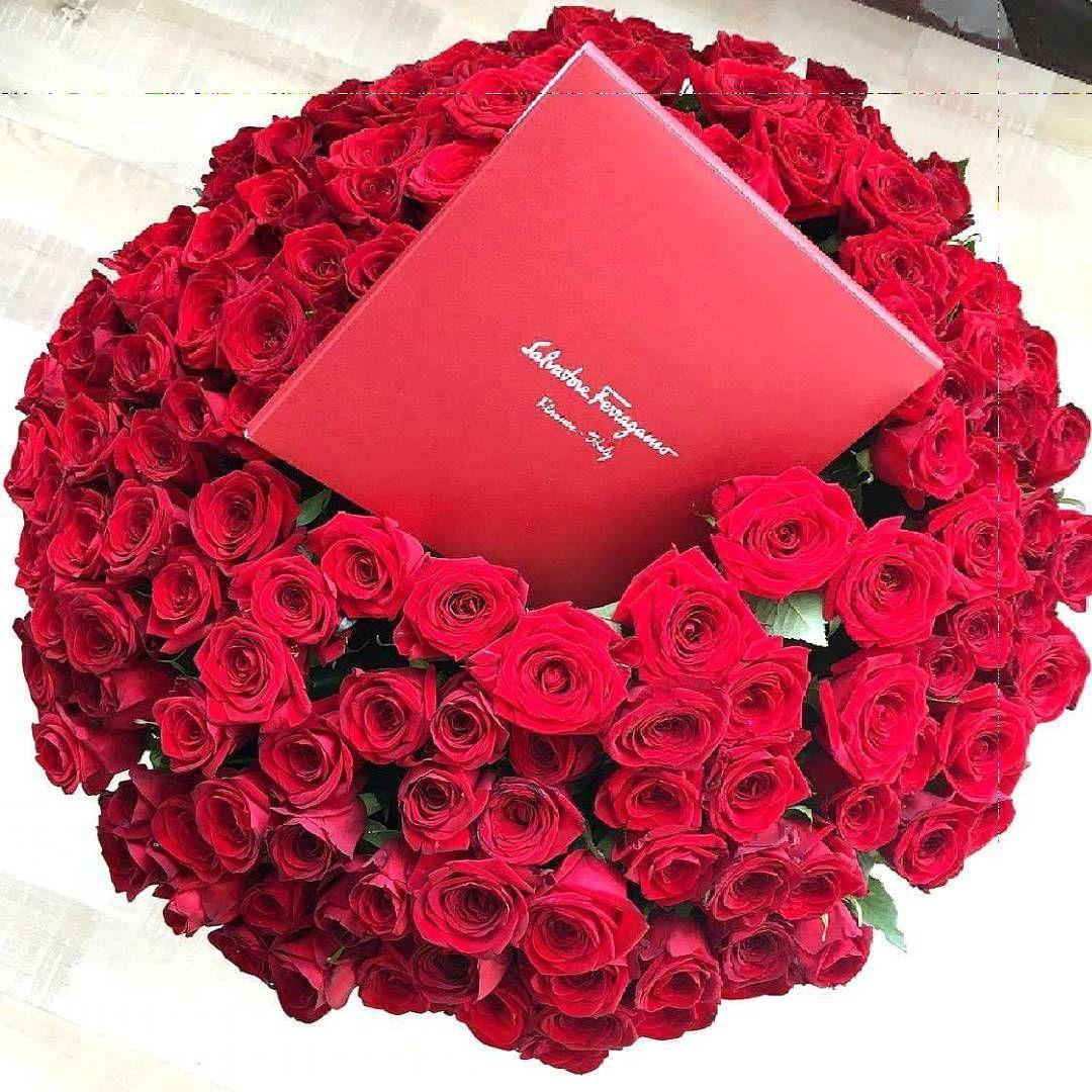 Школу тайно подарить букет розы