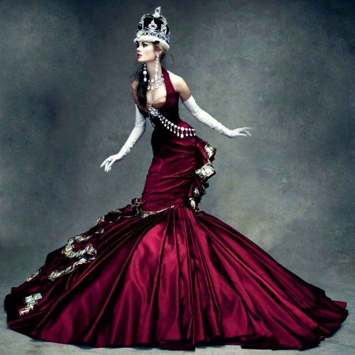 The Queen - Book: Dior Couture Photographer: Patrick Demarchelier