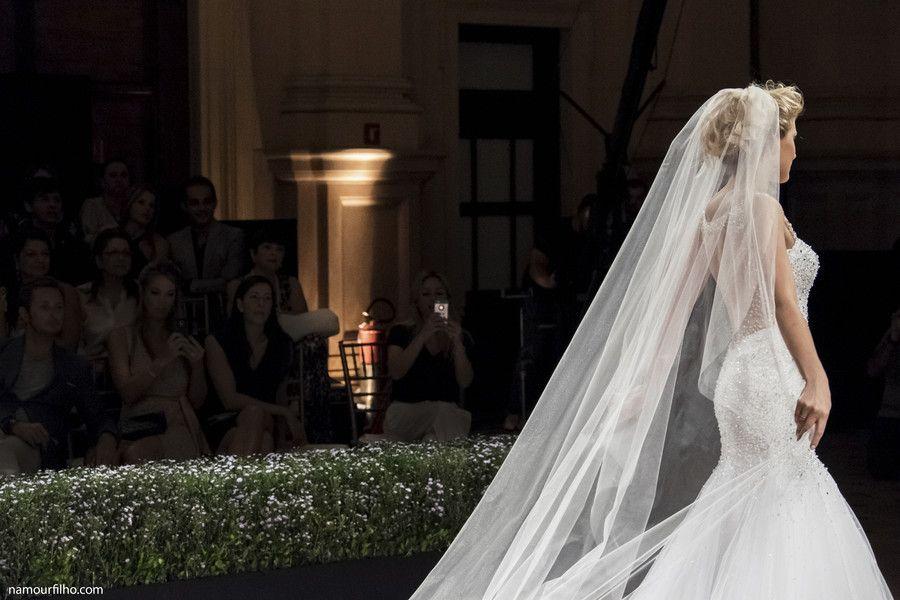 Por Namour Filho #desfile #vestidosdenoiva #weddingdresses #bride #noiva