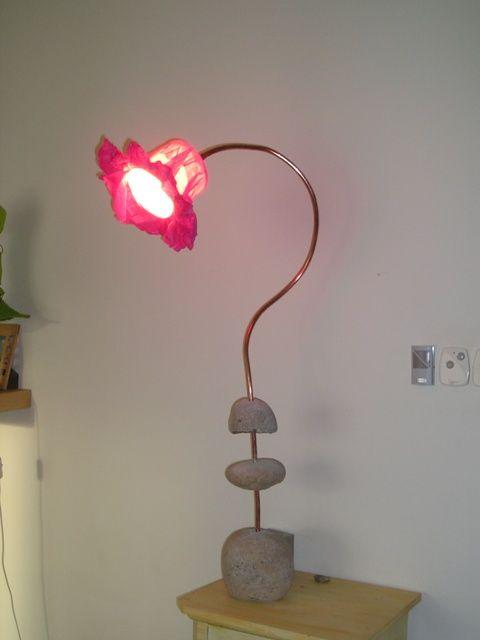 Lampe Fleur A Base De Galets Tube De Cuivre Et Papier De Soie