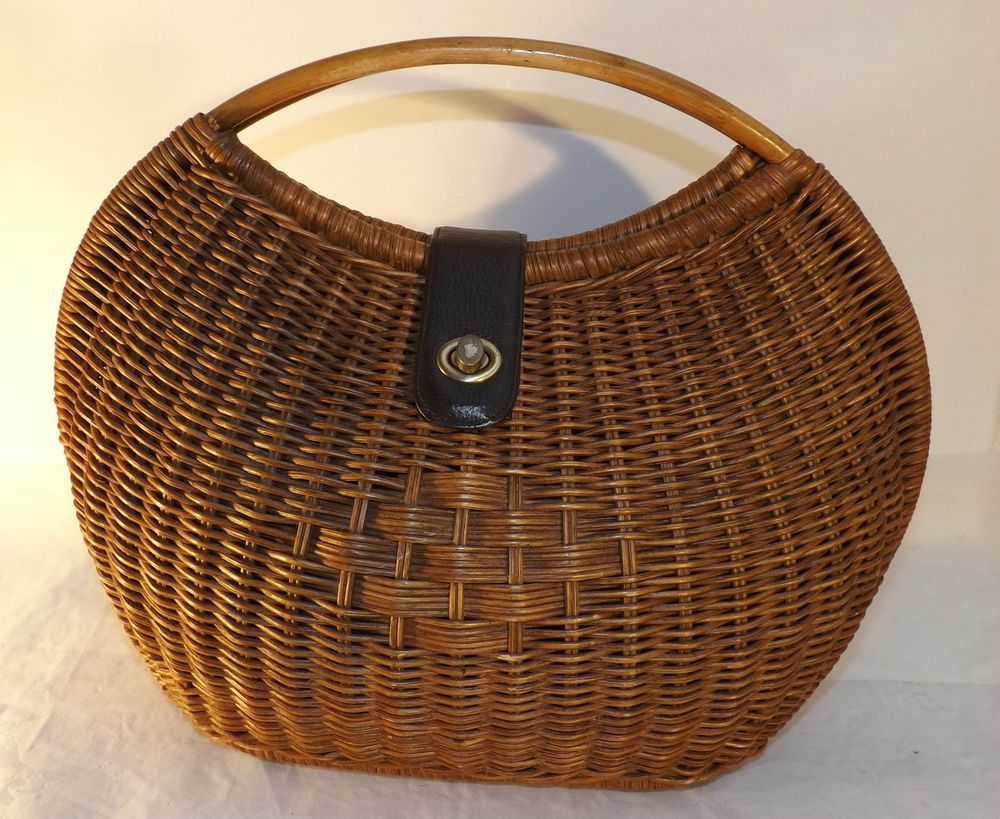 Unusual Fully Lined Wicker Clam Shaped Weekend Basket /Bag Classic Laura Ashley