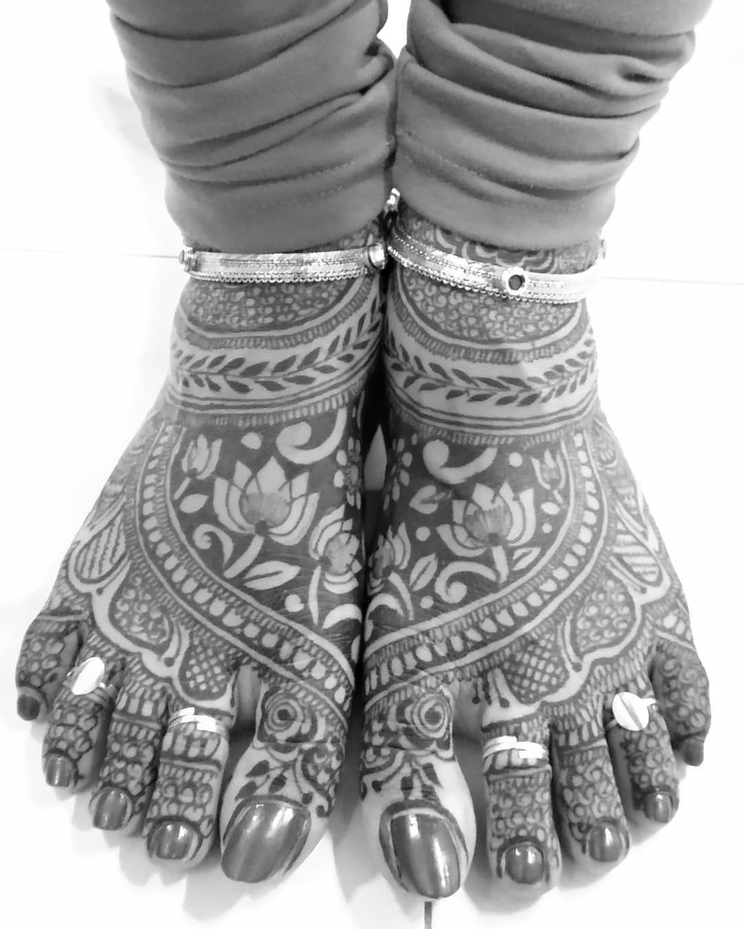 #blackandwhite #monochrome #bnwphotos #bnw #bnwpune #monochromepune #mehndi #hennatattoo #heena #toerings #anklet #mobilephotography #mopho #mophoindia #mia1 #shotonmia1 #miphotography #pune #hennaart #patiencetesting #intricate #heenadesign #symmetry #symmetricaldesign #perfection #mirrorimage #indianbride #bride