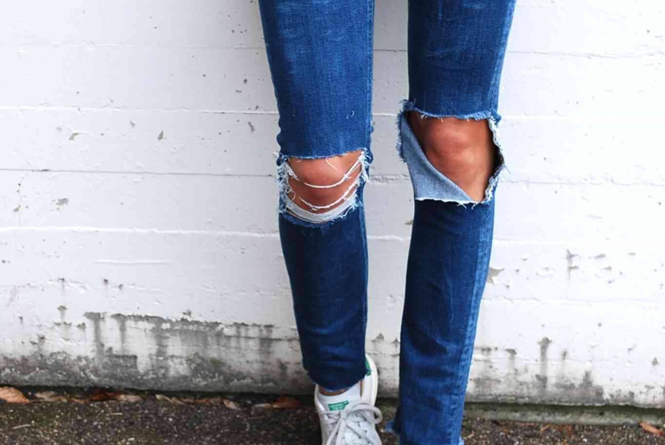 Los ripped jeans, el tye die y la ropa con parches. 3 tendencias que podemos lucir sin necesidad de gastar en nuevas prendas. ¡Aprende a hacerlo tú misma!