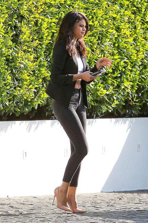 Selena Gomez going to lunch with her grandparents at Cecconi\'s ...