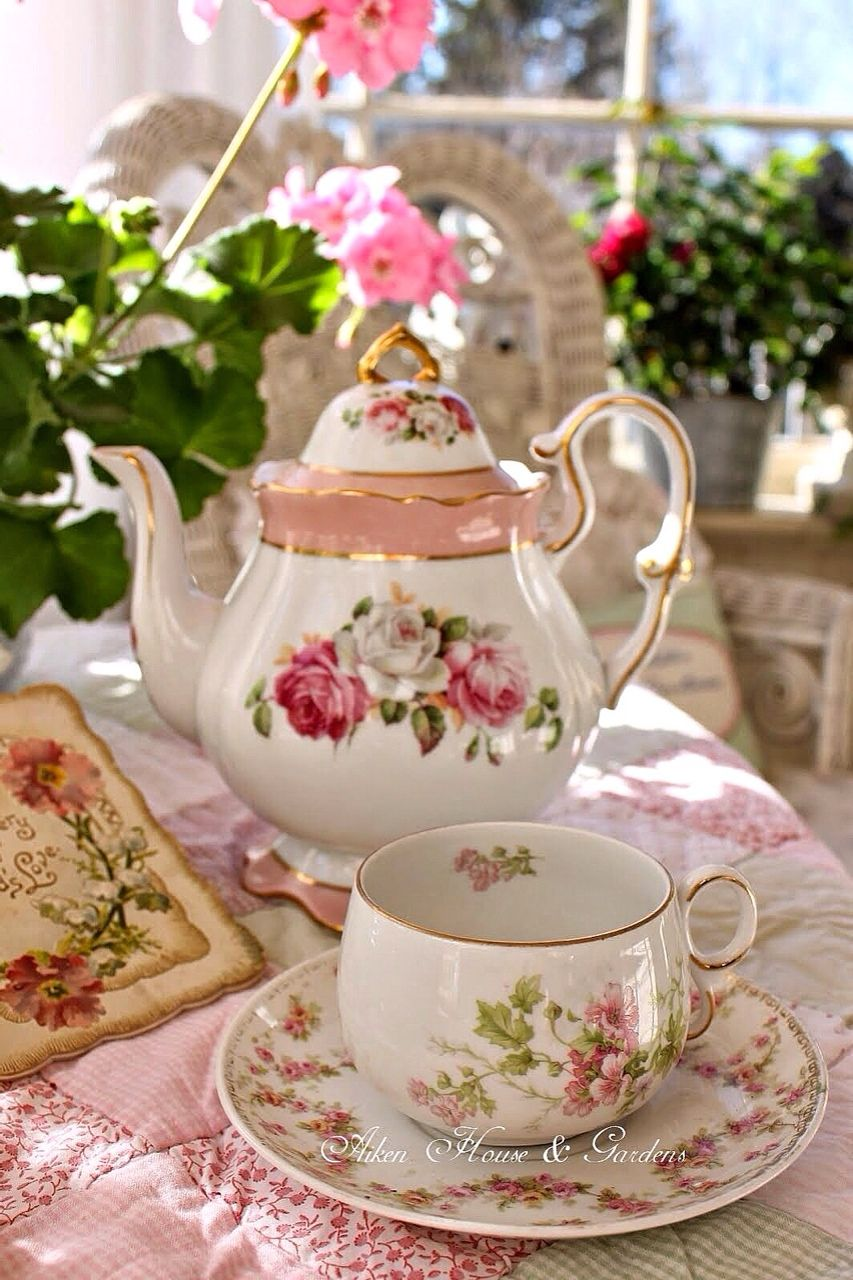 De Eetkamer High Tea Pretty Pink Dishes Etc Tea Tea Cups Tea Set