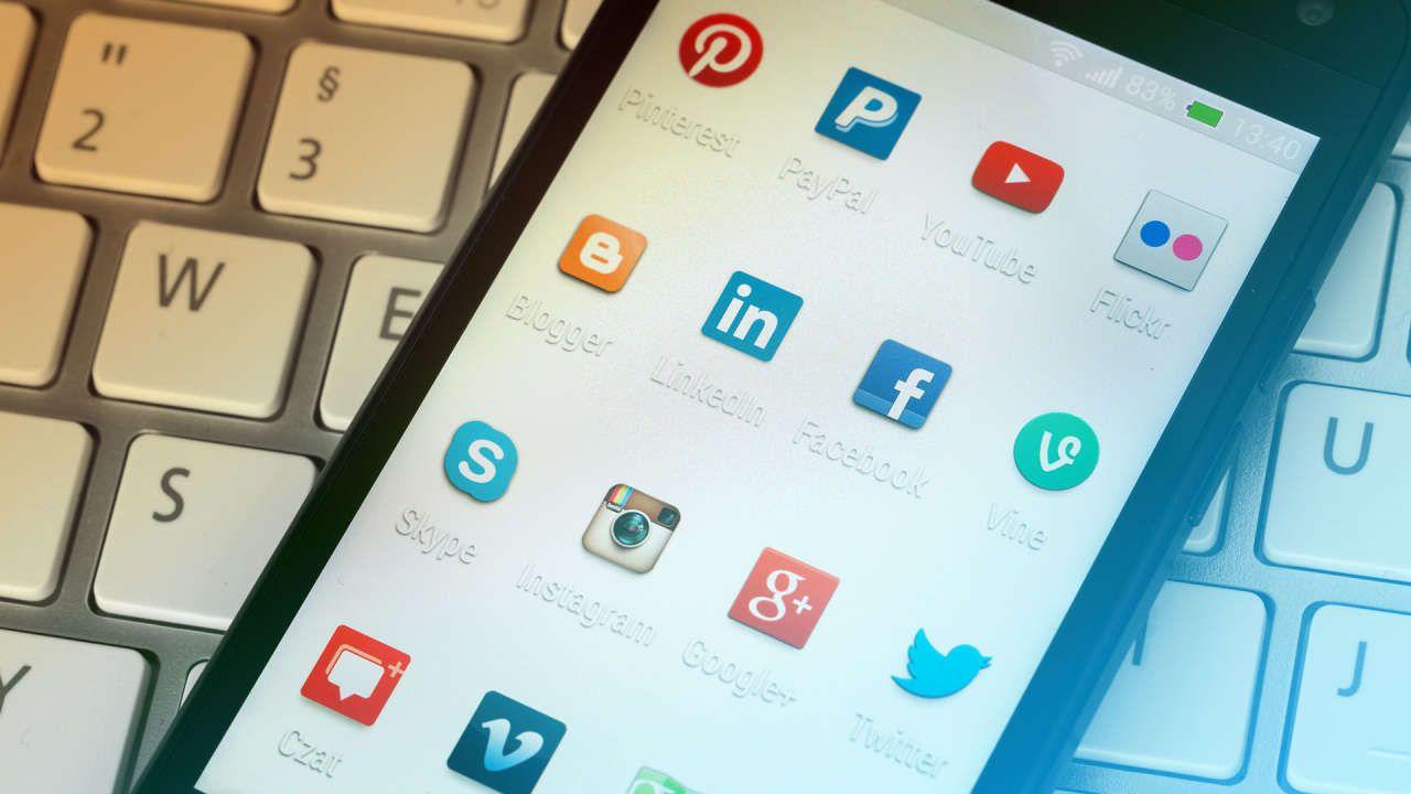 how to post resume on linkedin app