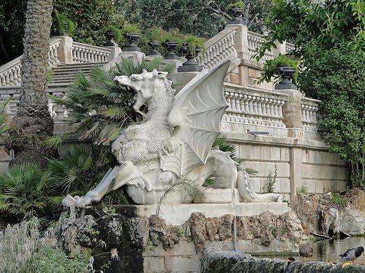 Dragón - Escultura en la Fuente de la Cascada del Parque de la - fuentes de cascada