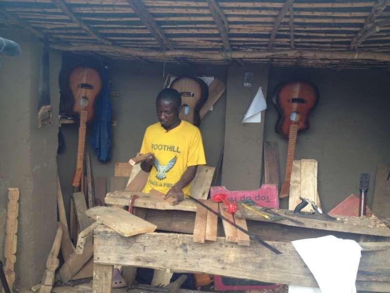 難民署 - 吉他從馬拉維陣營打到正確的音符與世界各地的音樂家