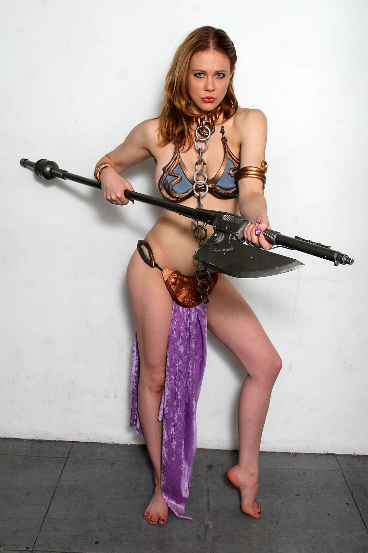 maitland-ward-princess-leia-photoshoot-at-meltdown-comics-in-los-angeles_12.jpg (JPEG 画像, 1200x1800 px) - 表示倍率 (50%)