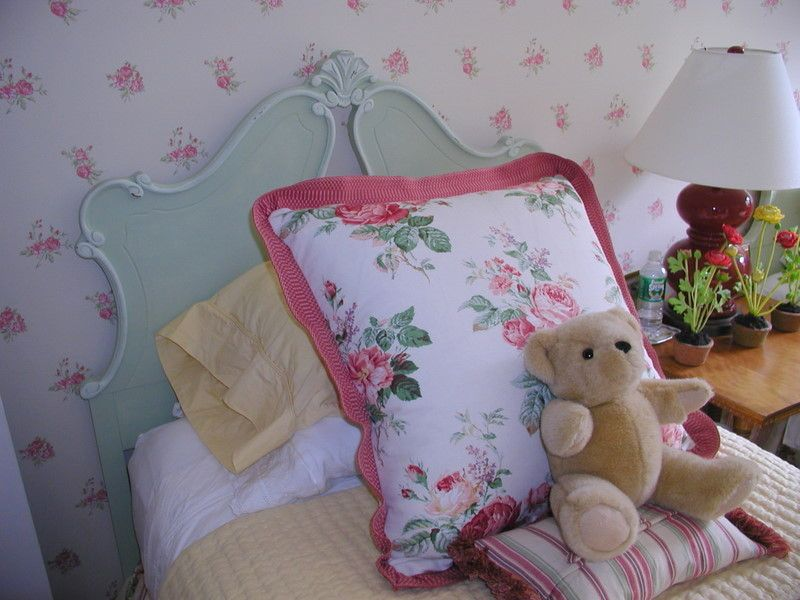 This head board looks like the head board (pinned elsewhere on my board) painted with Annie Sloan's Duck Egg Blue paint.  (Betsy Speert says she purchased two of the head boards on e-bay. Lucky lady!!)