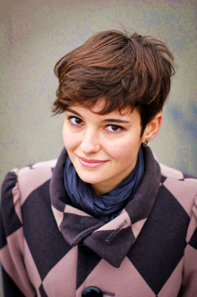 stunning short haircuts for women for an edgy but feminine vibe