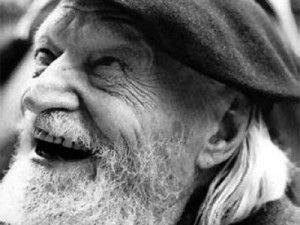 """Giuseppe Ungaretti (con """"Il porto sepolto"""") esponente dell'Ermetismo, corrente letteraria nata in Italia. Si tratta di una poesia oscura, ambigua e misteriosa. I temi principali affrontano la difficoltà dell'esistenza, il dolore intimo e la solitudine dell'individuo. Linguaggio essenziale dai versi brevi e spezzati, con assenza di punteggiatura."""
