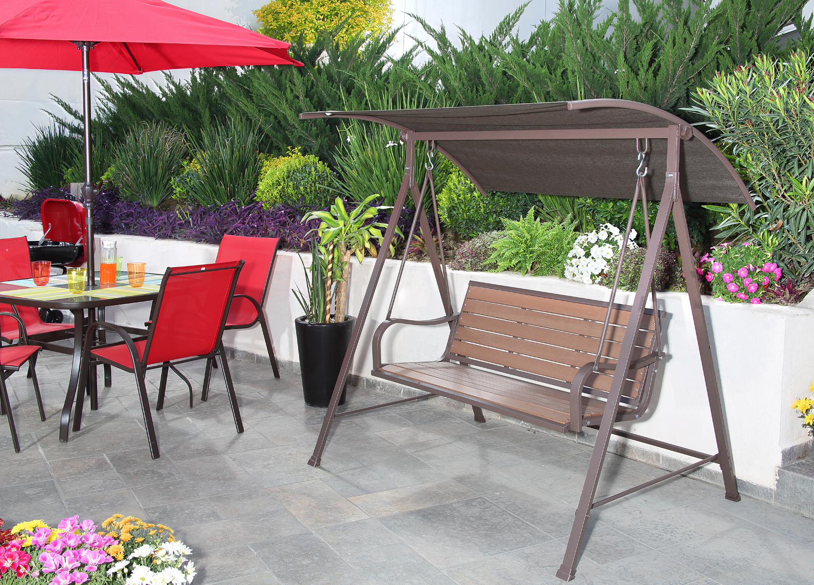 Nada como una columpio doble de patio para relajarte for Muebles de patio y jardin