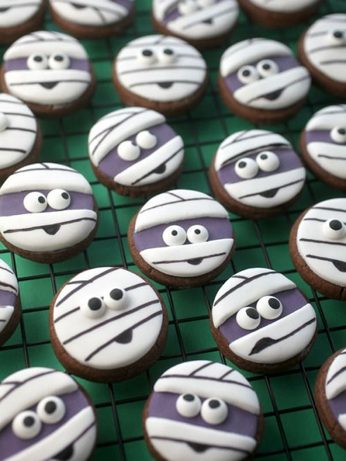 Halloween sugar cookies for 2020 that'll cast a spooky