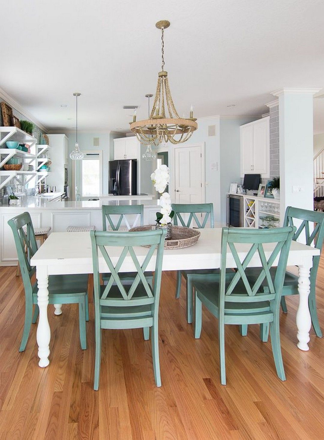 33 Beautiful Coastal Dining Room Decorations images