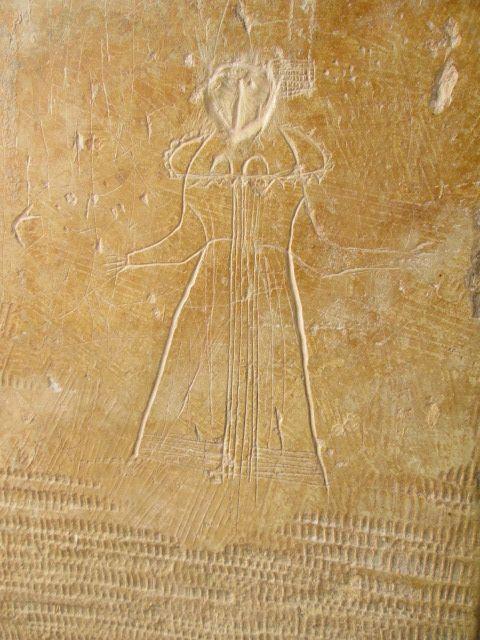 Graffiti sur le chambranle d\u0027une porte d\u0027entrée au château de