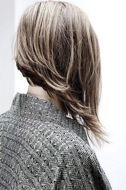 Corte de cabello en diagonal largo
