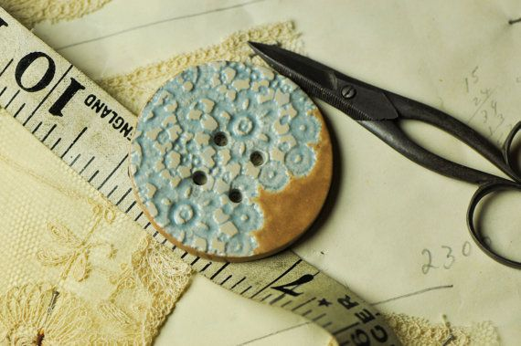 Sheila daisy button in tea and wedgewood blue