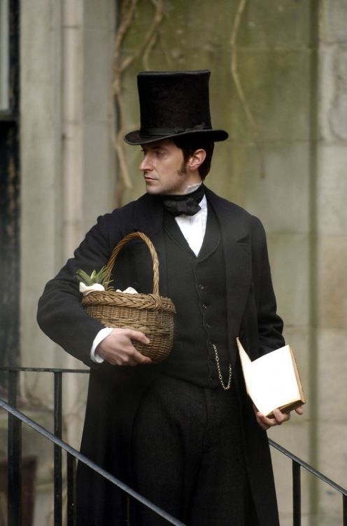 Richard Armitage in period attire...