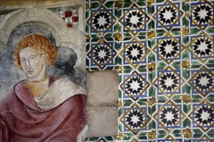 Arqueólogos descobrem torre islâmica e frescos do século XV no castelo de Abrantes - PÚBLICO
