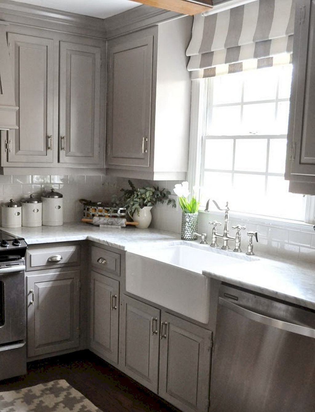Best 150 Gorgeous Farmhouse Kitchen Cabinets Makeover Ideas 640 x 480