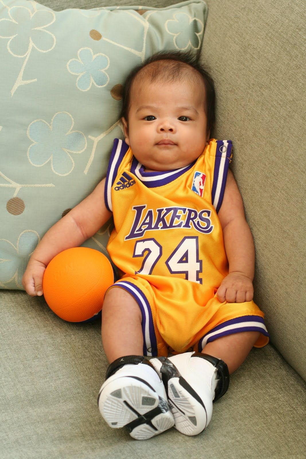 0122352f7da double whammy. baby + lakers HA