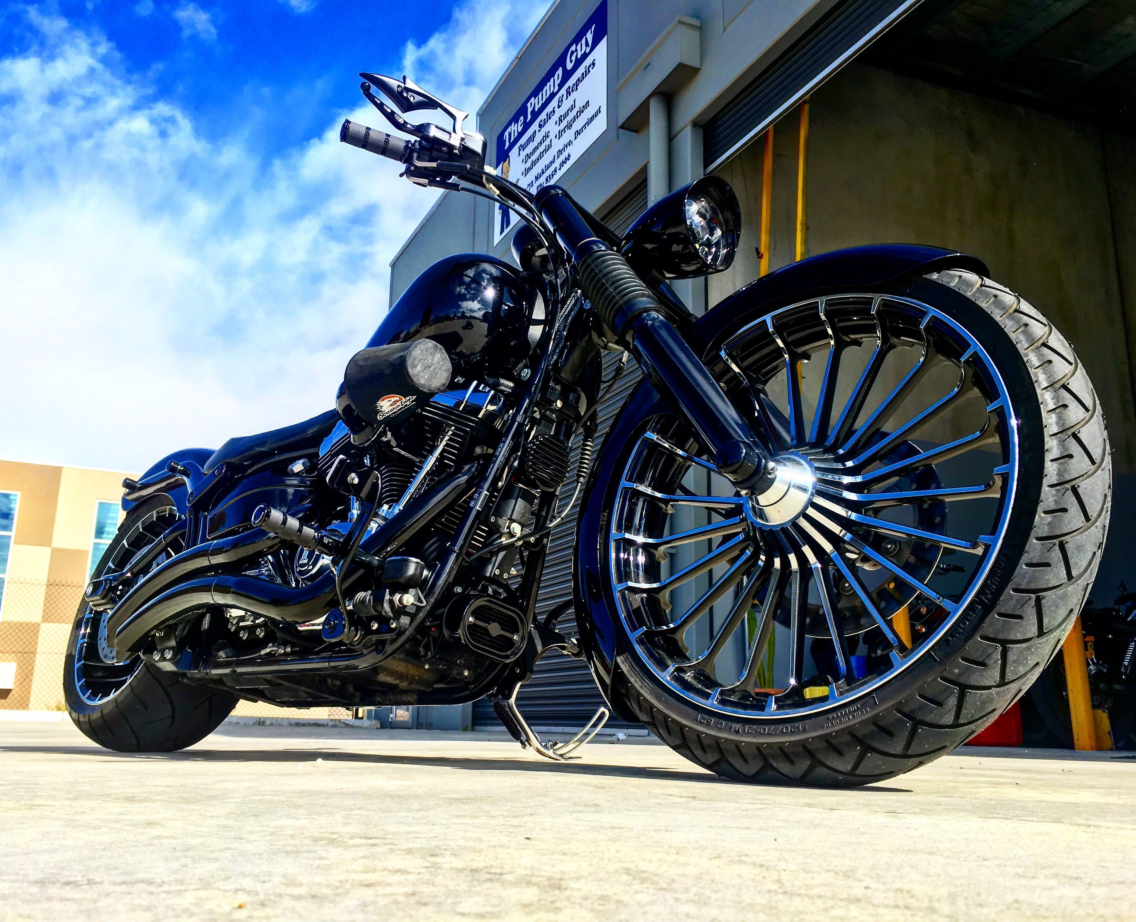 2013 Harley Davidson Breakout Recently Finished By Us Cvo Wheels 255 Screamin Eagle C Harley Davidson Motorcycles Harley Davidson Bikes Harley Davidson Model