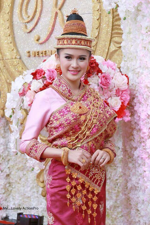 Bride in pink sin mai | East Asia | Pinterest