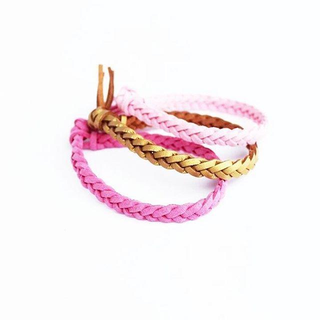 Pretty & Pink.  .  .  .  .    #eteerinenöljy #essentialoil #käsikoru #käsintehty #design  #putonlovedesigns #hyvinvointi #terveys #bracelet #diffuser #wellness #wellbeing  📷: @putonlovedesigns