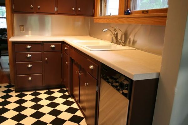 Stainless steel back-splash - Very inexpensive way to jazz up a