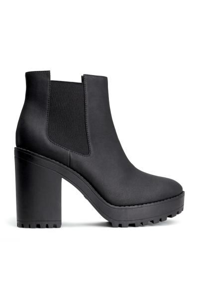 Platform boots: Platform boots with elasticated gores in the sides and chunky rubber soles. Platform front 2.5 cm, heel 11 cm.