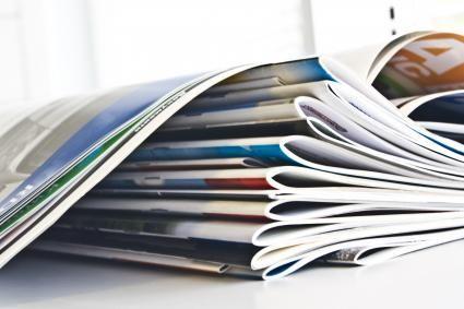"""Günstige Broschüren ab einem Exemplar: diedruckerei.de  Bildbeschreibung: Günstiger Broschürendruck in Kleinauflagen im Onlineshop diedruckerei.de: Der Prototyp der """"Booklet Maker ExPress"""" des belgischen Maschinenherstellers C.P. Bourg ist derzeit in Europa exklusiv in der Produktion der Onlinedruckerei im Einsatz. Die Inline-Broschürenfertigungsanlage läuft synchron mit der Digitaldruckmaschine """"HP-Indigo-7500 Digital Press"""" und verarbeitet ..."""