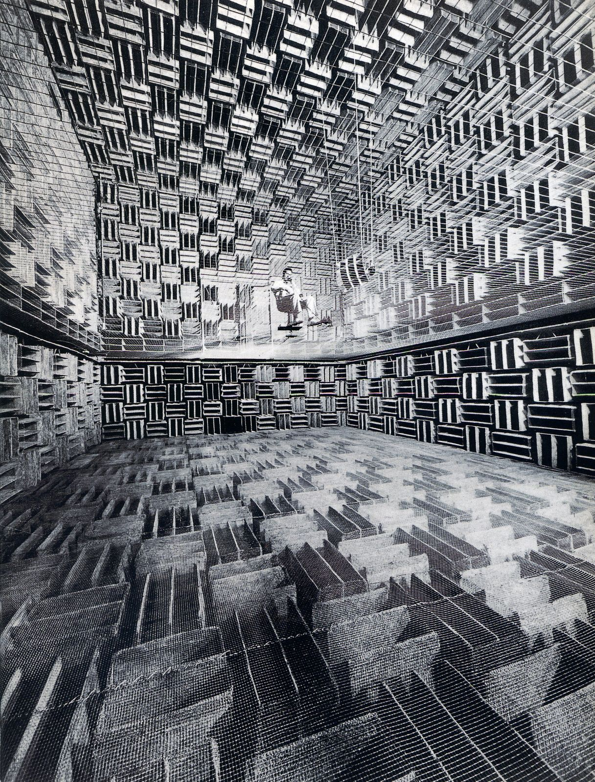 ladiscarica:    Eric Schaal, Bell Laboratories 'Murray Hill' anechoic chamber, 1947[photo E. Shaal/Life/Grazie Neri, Milano]