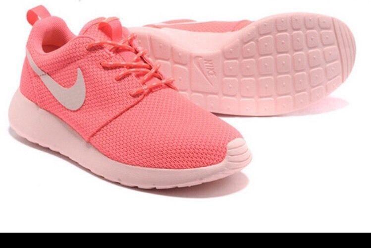 save off b71fb ff420 Woman Brand New Nike Roshe Run Print   Pink White Size 8.5  Nike  Athletic