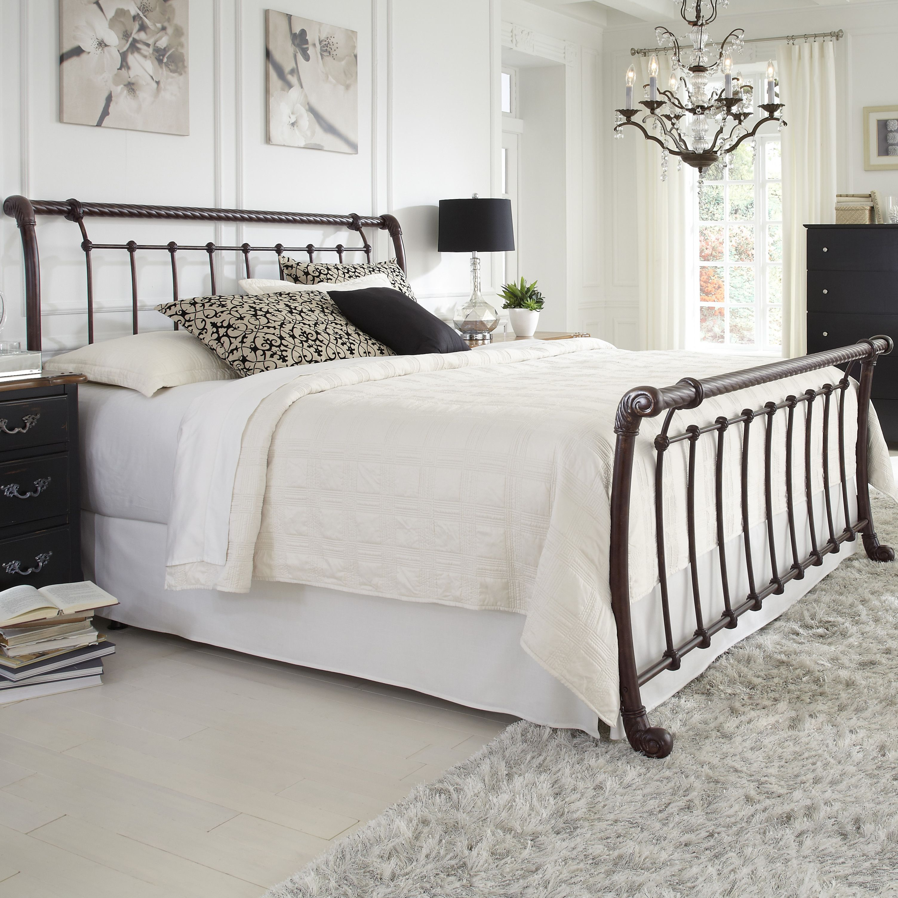 Ira Sleigh Bed Bed styling, Traditional bedroom design