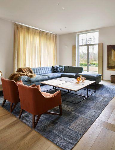Luxe zitbank en fauteuil design in woonkamer ontwerp | Man\'s cave ...