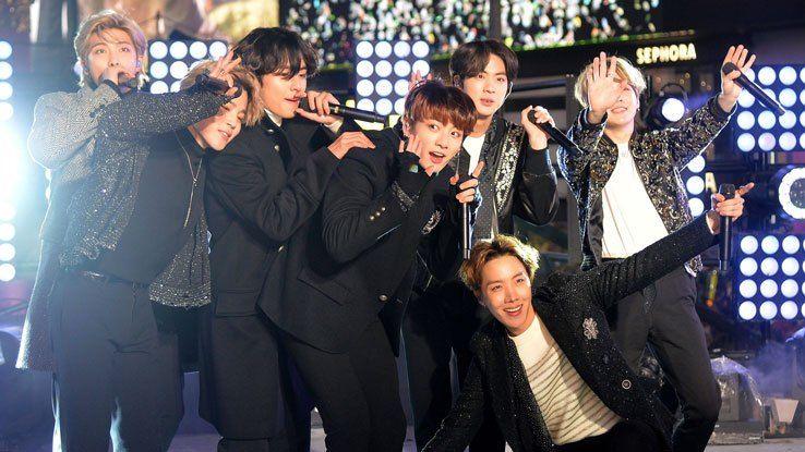 تاريخ جديد للفن الكوري تدونه فرقة Bts كأول فنان كوري تتخطى مبيعاته 20 مليون نسخة في مخطط غاون Bts Army Bts Army