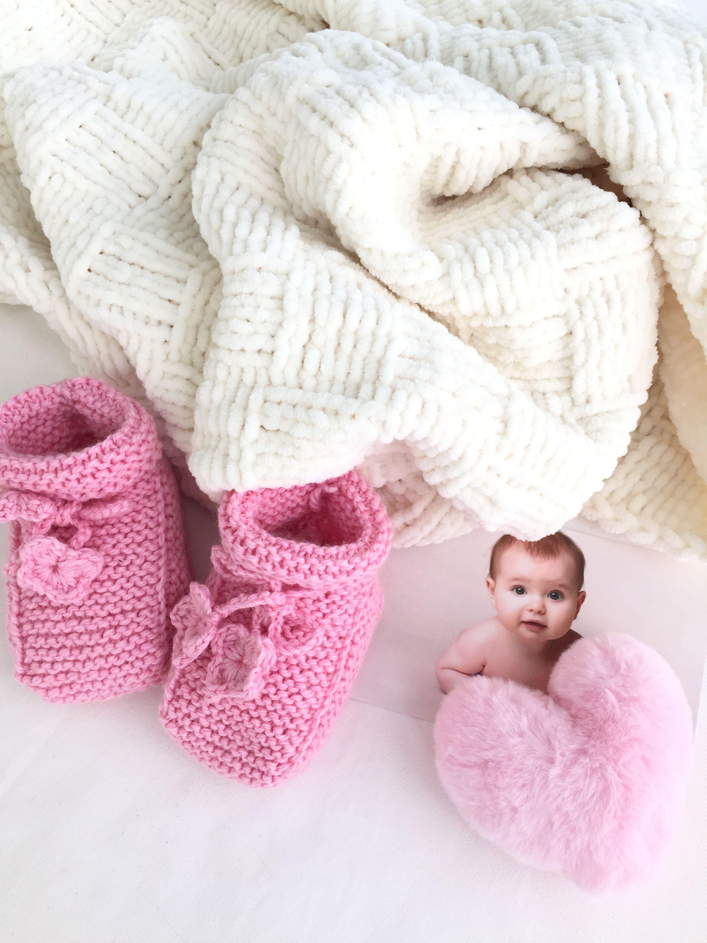 детский плед из плюшевой пряжи подарок малышу Babyblanket Flatlay