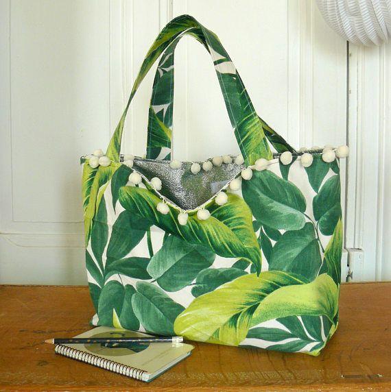 c137777823 sac cabas / tote bag / sac réversible recto coton motif végétal tropical  feuillage vert et