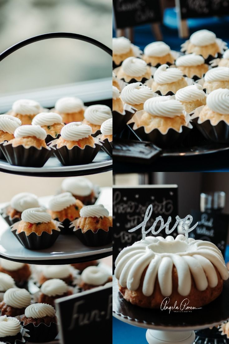 This couple had cakes for their guests from nothing bundt