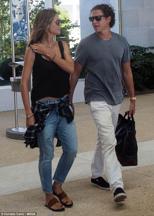 07d7e0a8f95b1 Heidi Klum and boyfriend Vito Schnabel take boat ride in Venice ...