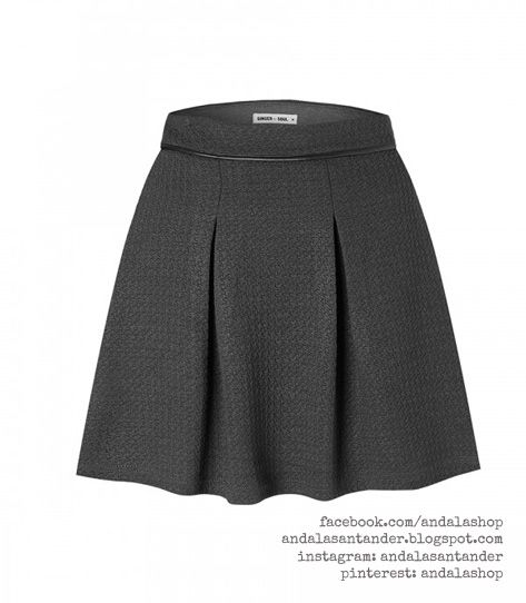 Falda tela acolchada. Ajustada a la cintura y palas 48 € gris oscuro