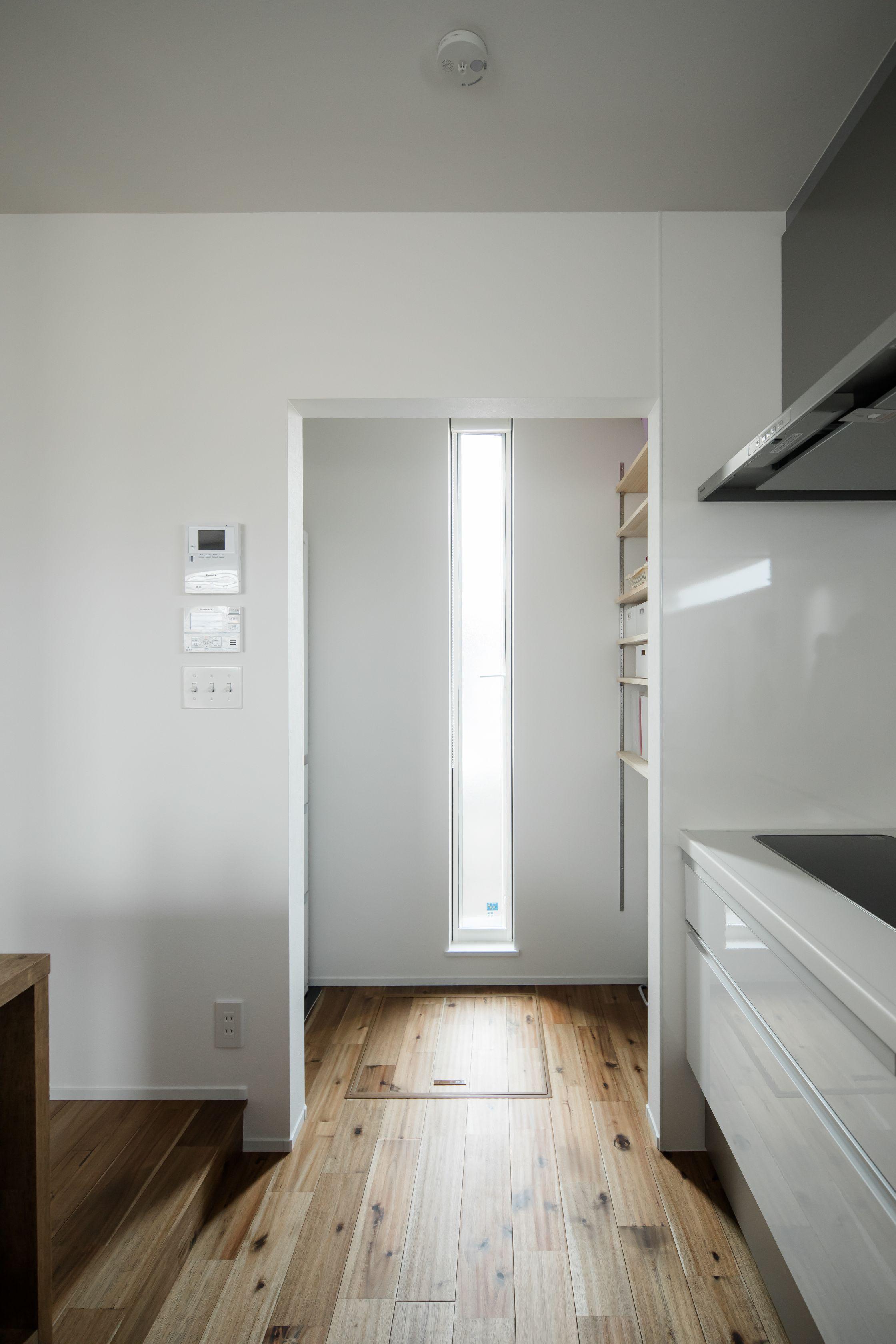 キッチン隣のパントリーですっきり収納を実現 ルポハウス 設計事務